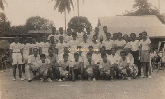 Hamid Mydin Sepakraga team while he was in the state (Hamid Mydin stand no.1 right)