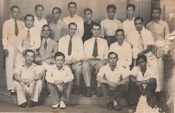 Hamid Mydin (in black) with fellow 1952
