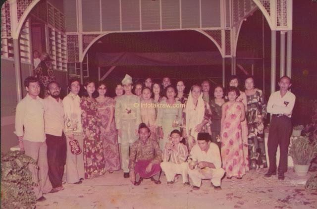 Hamid Mydin with family at home No. 125 Kg. Kuantan, Klang Horse Hill Road after his Wedding Ceremony on June 4, 1977